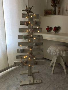 Albero di Natale in pallet di legno