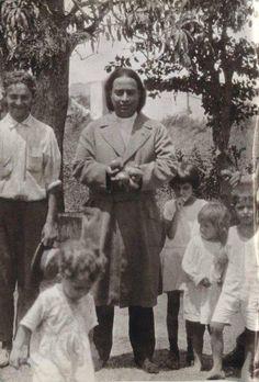 Yogananda with little children