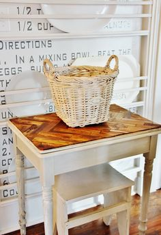 Turn Your Trash Into Treasure: 8 Upcycled Home Decor Projects for Spring -- herringbone table top makeover (out of paint stirrers! Diy Furniture Projects, Furniture Makeover, Diy Projects, Pallet Projects, Paint Stir Sticks, Painted Sticks, Table Cafe, A Table, Patio Table