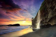 Puesta de sol en la Catarata Melasti, Bali, Indonesia. ☛ #LivingNature   #RuralTourism ➦  ➦ Más Información del Turismo de Navarra España: ☛ #NaturalezaViva  #TurismoRural ➦   ➦ www.nacederourederra.tk  ☛  ➦ http://mundoturismorural.blogspot.com.es ☛  ➦ www.casaruralnavarra-urbasaurederra.com ☛  ➦ http://navarraturismoynaturaleza.blogspot.com.es ☛  ➦ www.parquenaturalurbasa.com ☛  ➦ http://nacedero-rio-urederra.blogspot.com.es/  http://goo.gl/MwBJNV