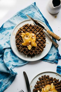 Hemp-Buckwheat Blender Waffles w/ Spiced Apples | dolly and oatmeal #vegan #glutenfree
