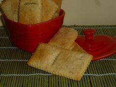 i biscotti salati con formaggio e sesamo, sono dei cracker friabili preparati con formaggio e sesamo, da servire come aperitivo oppure da sgranocchiare