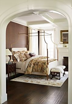The Park Lane Canopy Bed's clean, curvilinear profile and regal finials project English Regency styling, while its contemporary steel frame boasts a timeless silver-leaf finish.