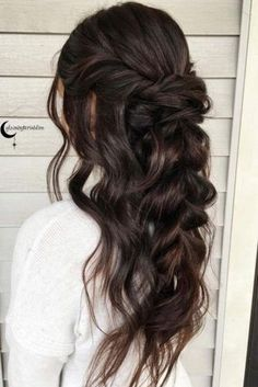 Unique bridesmaid hairstyles to look fabulous. We have collected photos of the most gorgeous half-up hairstyles for long hair. Unique bridesmaid hairstyles to look fabulous. We have collected photos of the most gorgeous half-up hairstyles for long hair. Brunette Girls, Braids For Long Hair, Long Curls, Wedding Hair And Makeup, Prom Makeup, Braided Hairstyles, Prom Hairstyles For Long Hair Half Up, Hairstyles For Bridesmaids, Chic Hairstyles