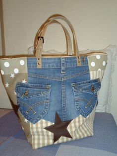 Je l adore 😍 Sacs Tote Bags, Diy Tote Bag, Diy Bags Purses, Purses And Handbags, Bag Quilt, Jean Purses, Denim Handbags, Boho Bags, Recycled Denim