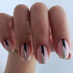 Soft pink with black and silver lines for simply lovely nails. Silver Nails, Pink Nails, Gel Nails, Fancy Nails, Cute Nails, Pretty Nails, Arylic Nails, Romantic Nails, Nagellack Design
