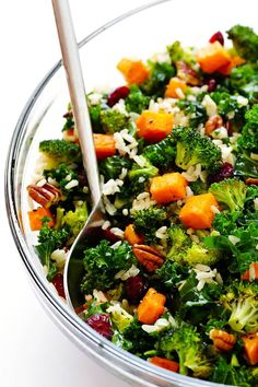 This Autumn Kale Salad with Sweet Potatoes, Broccoli and Brown Rice recipe is nice and hearty and SO delicious!