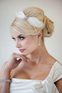Speed Dating - Trendy Wedding Hairstyles 2017 / 201830 Top Best Bridal Hairstyles For Any Wedding Wedding Hairstyles 2014, Short Hairstyles 2015, Bride Hairstyles, Hairstyle Ideas, Hairstyle Wedding, Simple Hairstyles, Style Hairstyle, Formal Hairstyles, Wedding Hair Clips