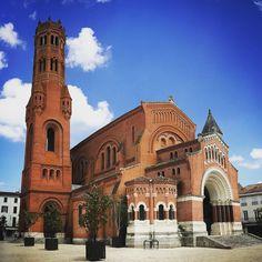 kathedraal van Villeneuve-sur-Lot Villeneuve Sur Lot, France, Architecture, Notre Dame, Cathedral, Van, History, Instagram, Building