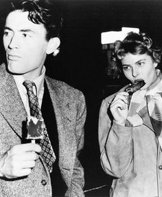 Gregory Peck and Ingrid Bergman having an ice cream intermission while on the set of 'Spellbound' Alfred Hitchcock). Hollywood Stars, Hollywood Actor, Golden Age Of Hollywood, Vintage Hollywood, Hollywood Glamour, Classic Hollywood, Hollywood Actresses, Gregory Peck, Ingrid Bergman