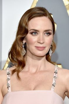 "Pin for Later: ""Diamonds are a girl's best friend,"" ganz besonders bei den Oscars Emily Blunt"