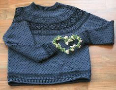 Ravelry: 19603 Setesdal Sweater with Embroidered Flower pattern by Ane Sæthre Hand Knitting, Knitting Patterns, Norwegian Knitting, Hand Knitted Sweaters, Women's Sweaters, Men Sweater, Sweaters For Women, Fair Isle Pattern, How To Start Knitting