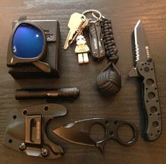 doctorprepper realworldedc: Tyler strikes again! Matte Black Ray Ban Folding Wayfarer Keys, Stormtrooper Lego Figure, Gerber Dime Multitool, Black Monkeyfist With One Inch Ball Bearing And Cobra Paracod Knot …