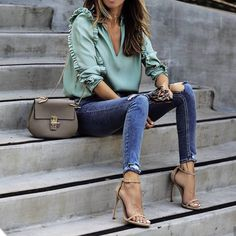 Style guide: how to wear skinny jeans this autumn? Printemps Street Style, Spring Street Style, Street Style Women, Chloe Fashion, Fashion Outfits, Womens Fashion, Fashion Heels, Style Désinvolte Chic, Bcbg