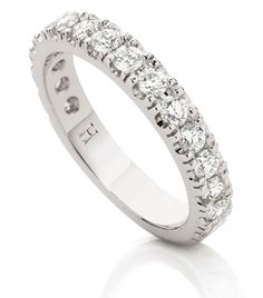 18ct White Gold Diamond Wedding Ring      Fine 4-claw set round brilliant cut diamond ring.      Size and number of diamonds is optional.      Can be made in yellow gold or platinum.