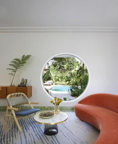 <strong>CIRCLE GAME </strong>  The sitting room features a coffee table and an armchair by Sebastian Herkner, a Vladimir Kagan Serpentine sofa and, underfoot, a Kelly Wearstler design from the Rug Company.