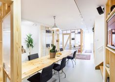 MFRMGR has economically renovated a bright workspace for Polish sound production…