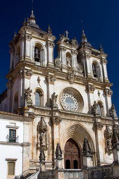 Quem passa por Alcobaça, não passa sem lá voltar. Aproveitamos a canção para reforçar o convite para vir até esta cidade do oeste! #viaverde #viagensevantaens #Portugal #alcobaça