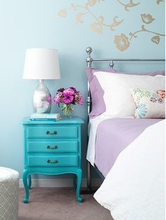 Parma bed linen and turquoise vintage nightstand - © Margot Austin