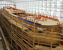 Arsenal de Rochefort (région Poitou-Charente) reconstitution de l'Hermione à l'identique - chantier de 2009 - Frégate de 1779 -  Mâts carré - longueur 66m - Hauteur grand mât 56,5m - Hauteur mât d'artimon 35m - voilure entre 2200 à 3315m2 - 26 canons de 12 livres -  équipage de 255 à 316 marins -