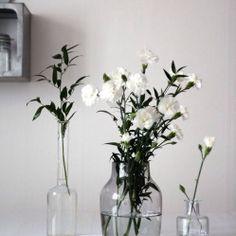 Flores e garrafas - uma combinação delicada