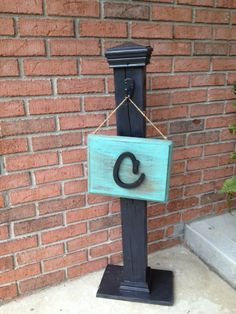 Front porch sign holder, need to make one of these for my front porch!!