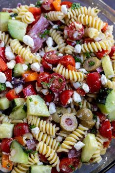 This Greek Pasta Salad Recipe is an easy and flavorful side dish idea. Everyone loves a good pasta salad recipe and this Mediterranean Pasta Saladis a nice twist to plain pasta salad. Unique Pasta Salad, Best Pasta Salad, Greek Salad Pasta, Cold Pasta Salads, Spaghetti Salad, Vegetarian Salad Recipes, Pasta Salad Recipes, Healthy Recipes, Tofu