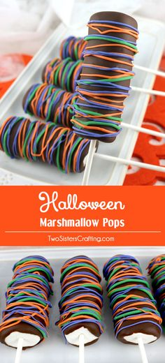 Halloween Marshmallow Pops - fun Halloween dessert that your family will love. Easy to make and super delicious, these chocolate covered Marshmallow Pops would be a great Halloween Treat for this year's Halloween Party. Pin this delicious Halloween Candy Halloween Desserts, Recetas Halloween, Hallowen Food, Halloween Food For Party, Halloween Candy, Marshmallow Halloween, Halloween Chocolate, Halloween Baking, Halloween