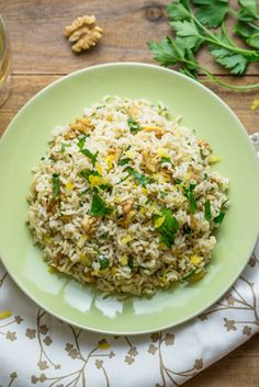 Riso basmati al limone, noci e prezzemolo easy dinner quick Healthy Meals For Two, Good Healthy Recipes, Healthy Chicken Recipes, Easy Dinner Recipes, Vegetarian Recipes, Healthy Eating, Cooking Recipes, Cena Light, Recipes For Beginners