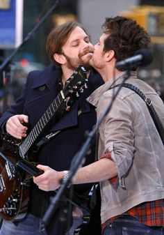 Kings of Leon- Brotherly Love!
