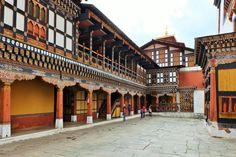 Bhutan Rundreisen - Jetzt Urlaub buchen! |Tai Pan Bhutan, Mansions, House Styles, Forts, Destinations, Manor Houses, Villas, Mansion, Palaces