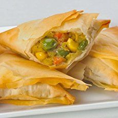 Easy baked Vegetable Samosas using fillo pastry and a mildly spiced potato and green peas filling. Great as an afternoon snack or tea time treat. Seafood Recipes, Vegetarian Recipes, Cooking Recipes, Healthy Recipes, Dinner Recipes, Pastry Recipes, Salad Recipes, Healthy Afternoon Snacks, Healthy Snacks