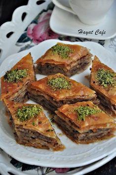 Walnut Home Baklava Recipe-How-To recipes recipeoftheday easy eat recipe eat food fashion diy decor dresses drinks Turkish Baklava, Walnut Recipes, Easy Eat, Dessert Cake Recipes, Eastern Cuisine, Breakfast Toast, Ramadan Recipes, Turkish Recipes, Recipe For 4