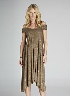 8 Ways for Moms-To-Be to Sparkle on New Year's Eve