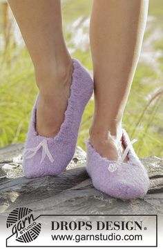 Felted slippers with picot edge in DROPS Alaska. Size 35 to 44 Free pattern by DROPS Design.