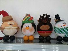 Imagen relacionada Christmas Tree Toppers, Felt Christmas, Christmas Projects, Winter Christmas, Christmas Decorations, Christmas Ideas, Clay Pot Crafts, Book Crafts, Hanging Ornaments