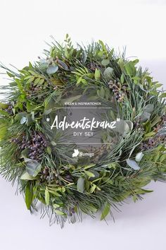 Advent wreaths, fir trees and fir green - Wreaths tied with mixed green and berries are a nice decoration in the Christmas season. Christmas Wreaths To Make, Christmas Star, How To Make Wreaths, Simple Christmas, Christmas Crafts, Christmas Decorations, Holiday Decor, Christmas Nails, Christmas Cookies