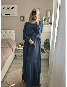 Jennah Boutique Niqab Fashion, Modern Hijab Fashion, Muslim Fashion, Modest Fashion, Fashion Dresses, Hijab Style, Hijab Chic, Simple Bridesmaid Dresses, Modest Dresses