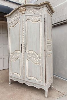 Painted Furniture ~ CREAM / Louis XV Armoire From a unique collection Painting Wooden Furniture, French Furniture, Shabby Chic Furniture, Rustic Furniture, Antique Furniture, Modern Furniture, Luxury Furniture, Furniture Decor, Furniture Buyers