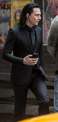 Can he look any more sexier?!!!!?? Yes he fucking CAN!!! OMG, HE LOOKS AMAZING IN ALL BLACK!!!! Can I at least touch the air around him??!!!