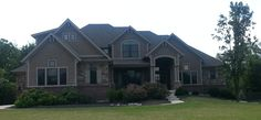 Beautiful Craftsman style home in Ohio (front view)