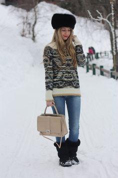 #fashion #fashionista Laura BarbieLaura - fashion blog-: On the mountain with my new bag...