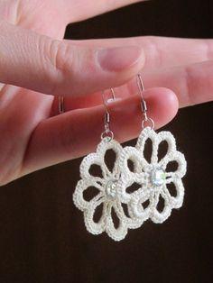 Fr33na on Etsy made these cute white flower crochet earrings: