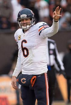Smokin' Jay Cutler returned yesterday, leading the Bears to a victory over the Cleveland Browns. Way to go Smokin' Jay! Smokin Jay Cutler, Ways To Stop Smoking, Cleveland Browns, Chicago Bears, Football Helmets, Nfl, Sports, Easy, Hs Sports