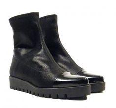 Botines de licra con puntera Humat  Botines de licra con puntera en florentik negro de la marca española Humat modelo Goteborg 23.61. Suela de goma de aproximadamente 35 cms (2 cms de plataforma incluidos). Interiores en piel (contorno del pie la caña del botin es de licra). Humat shoes woman footwear Made in Spain. http://ift.tt/2d4Y8oa