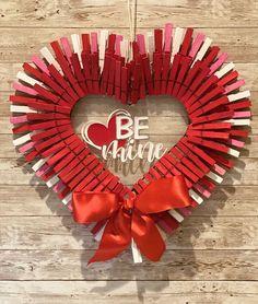 Valentine Day Wreaths, Valentine Day Crafts, Valentine Decorations, Valentine Pillow, Valentine Cookies, Valentine Ideas, Holiday Wreaths, Holiday Crafts, Wreath Crafts