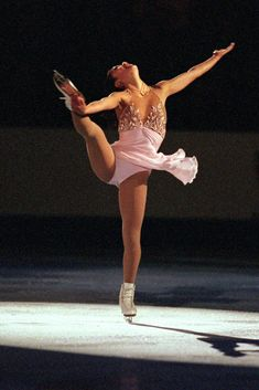 70 of the Sexiest Figure-Skating Costumes of All Time Figure Skating Outfits, Figure Skating Costumes, Beautiful Athletes, Waist Cincher Corset, Artistic Gymnastics, Waist Training Corset, Sporty Girls, Female Athletes, Ice Skating