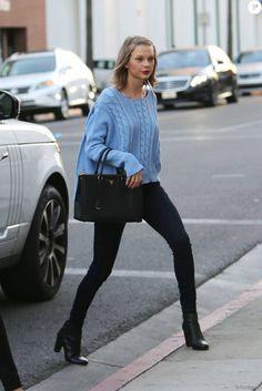 Exclusif - Taylor Swift se rend dans un salon de beauté à Beverly Hills le 5 février 2016.
