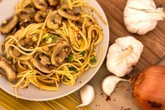 Spaghetti Champignons Zwiebel Knoblauch Harissa