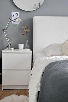 My One Way: Ložnice v novém kabátku Scandinavian Home, Floating Nightstand, Guest Room, Bedroom, Table, Furniture, Rooms, Home Decor, Interiors